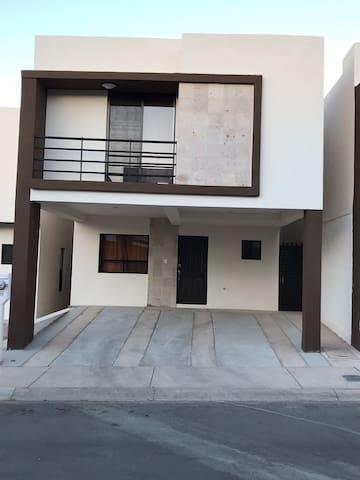 Casa nuevecita, cómoda y segura !!! Fracc priv