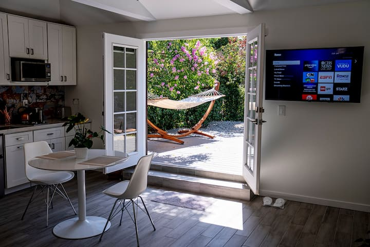 New Studio & Outdoor Oasis in Best Part Pasadena