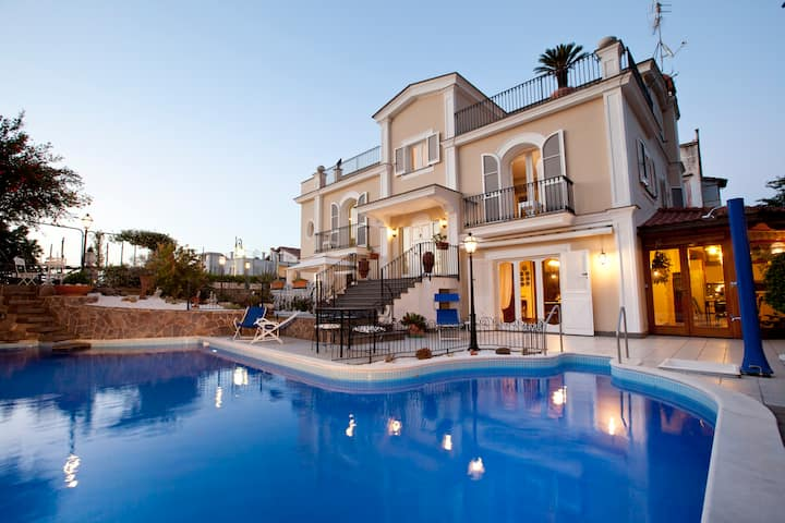 Villa Ares, pool,few minutes from Sorrento center!