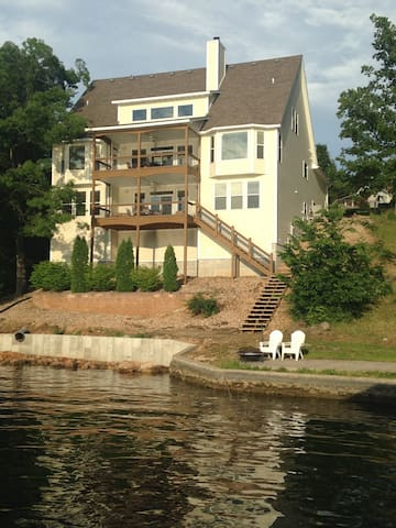Peterson Point Lake Home - Osage Beach - Huis