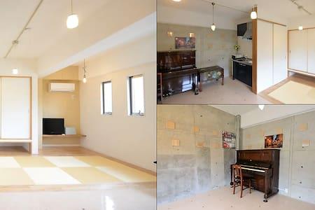 【 部屋貸し 】1日 1組限定 静かな別荘地の新しいお部屋:平日¥2,450/人~