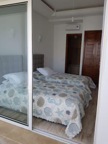 Bedroom 1 : 2x Single beds