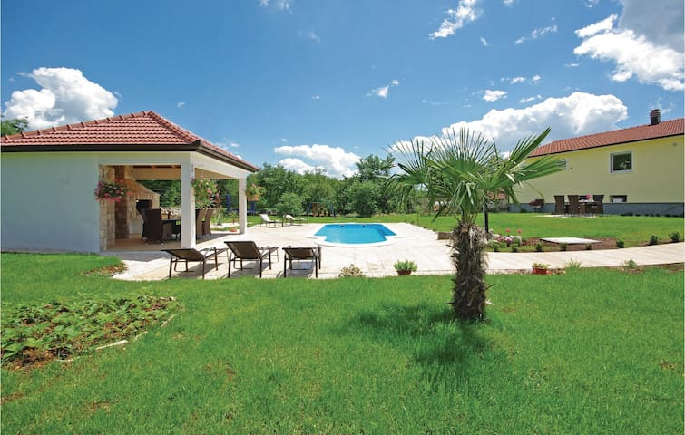 Semi-Detached with 4 bedrooms on 132 m²