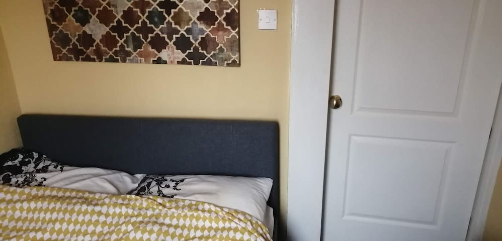 3) Small Room, double bed in a quiet area & garden