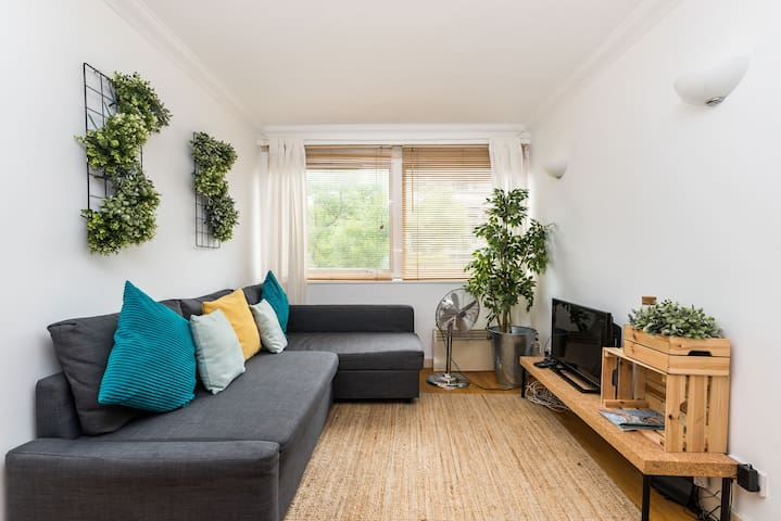 Perfect one bedroom apartment in Fitzroy Street by Allô Housing