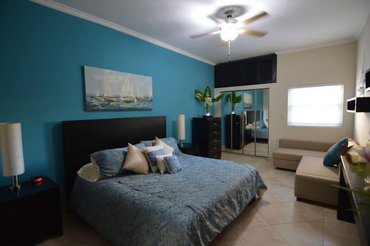 Chambre avec lit King et divan-lit Queen