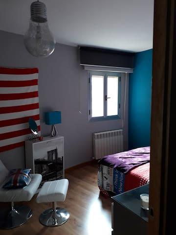 Luxurious, modern& lovely bedroom (center)