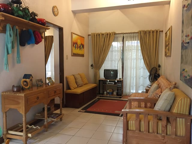 Cozy Tagaytay vacation house! - Laurel - Rumah