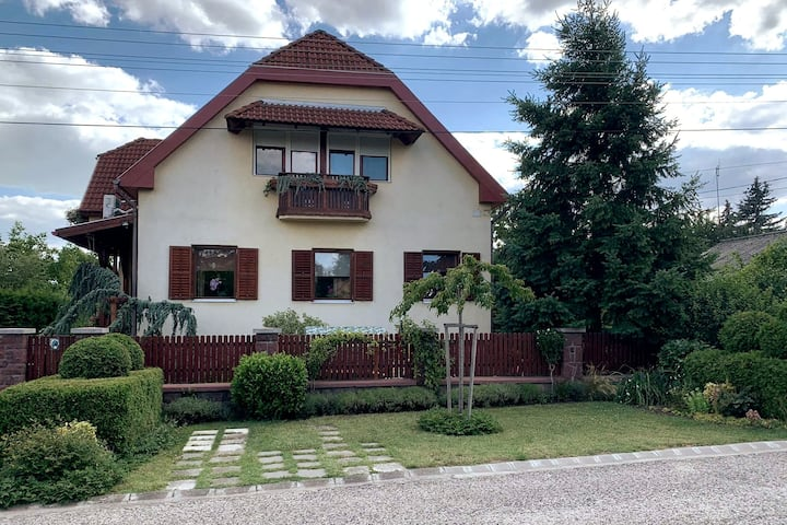 Air-conditioned, modern apartment near the lake