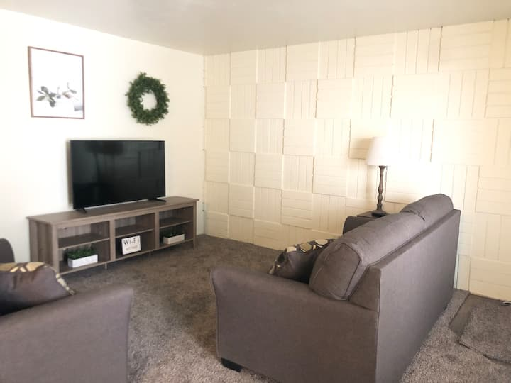 Remodeled 2 bdrm apt-Sleeps 5-Ground Floor