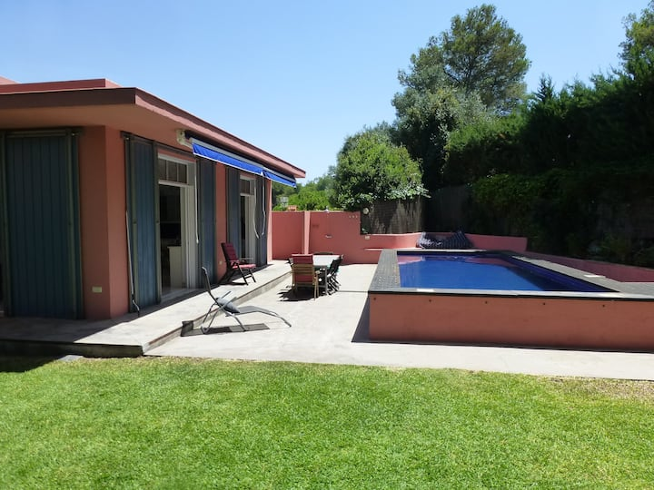 Beautiful house, garden and pool nearby the beach