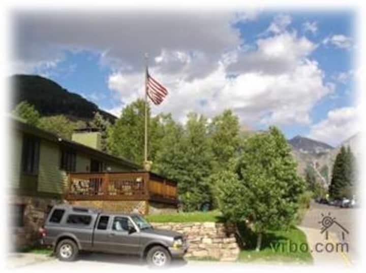 Rob Story Ski Lodge: Master Bedroom