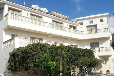 Luxury 2 bed flat near the sea! - Chloraka - Lakás