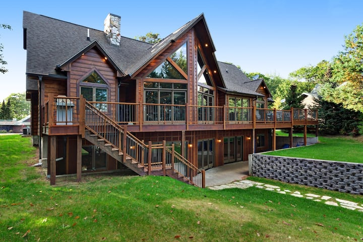 Luxury lakefront home w/ private dock, beach access, kayaks & bikes