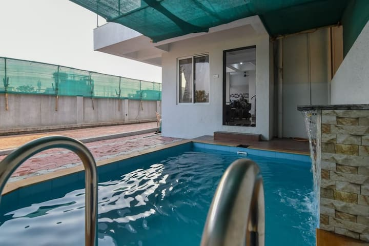Casa Di Fortuna/Ac/private pool/games/2bhk/premium
