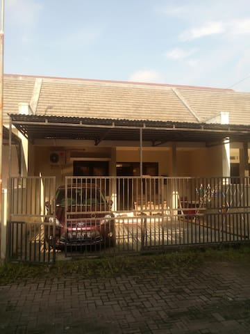 House near Airport and quiet please - Karanganyar Solo - Dům