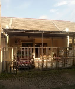 House near Airport and quiet please - Karanganyar Solo - 独立屋