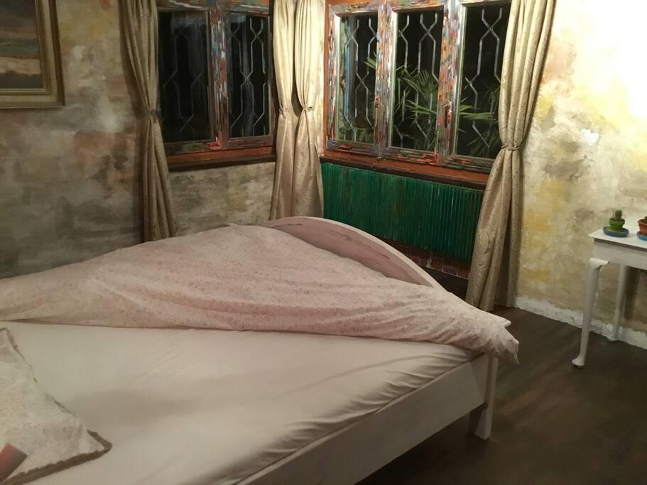"Doppelbett im ""no stone room"""