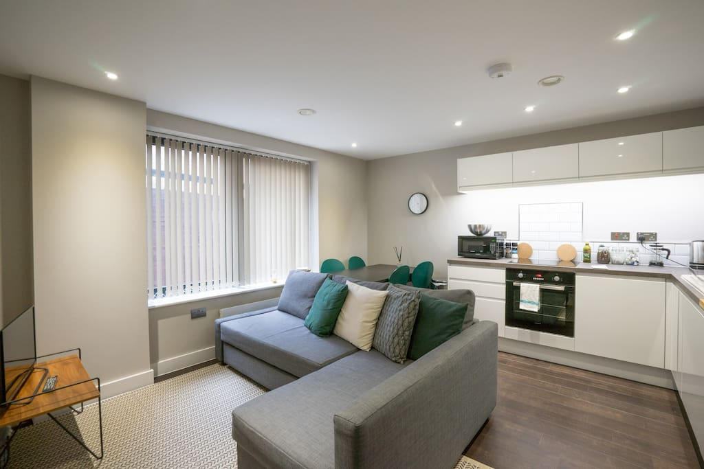 A spacious living & dining area with an open plan kitchen. Enough space to make yourself comfortable, watch TV and prepare yourself meals. The sofa can be prepared as another double bed upon request.