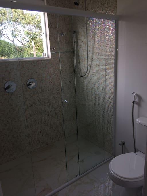 Foto banheiro - suíte (dois chuveiros)