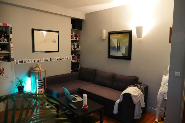 Cosy apartment in front of Pompidou Center,bright.