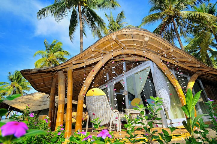 Beachfront Bungalow - FREE Breakfast - Maumere - Bed & Breakfast