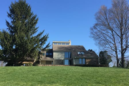 RNC spacious contemporary - Chagrin Falls