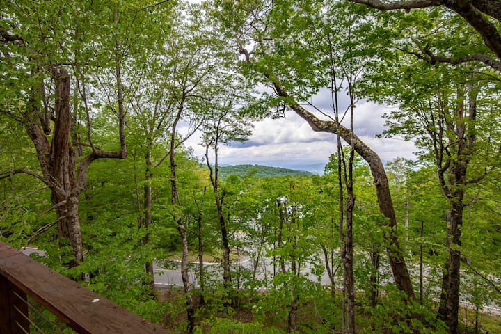 3BR Chalet, Mtn Views, Walk to Slopes, Beech Mtn. Club Privileges, Pet Friendly