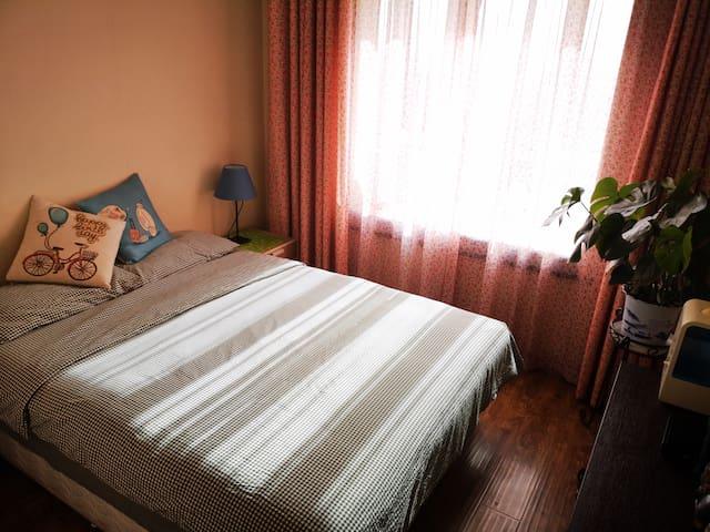 床垫是三万余元的美国舒达床垫,舒适度超过五星酒店。