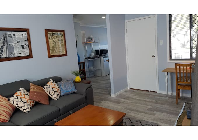 Redcliffe Immaculate Coastal Cottage-pet friendly