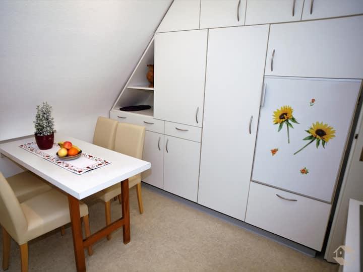 Ferienwohnung Ingrid, (Freiburg), Ferienwohnung, 50qm, 1 Schlafzimmer, 1 Wohn-/Schlafzimmer, max. 3 Personen