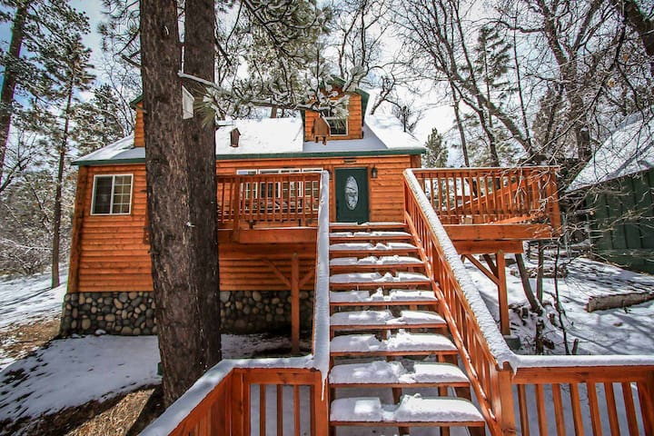 Nine Pines Lodge~Warm & Toasty Living Room~Jetted Spa Tub~Laundry~ - Big Bear City - Hus