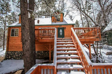 Nine Pines Lodge~Warm & Toasty Living Room~Jetted Spa Tub~Laundry~ - Big Bear City - Haus
