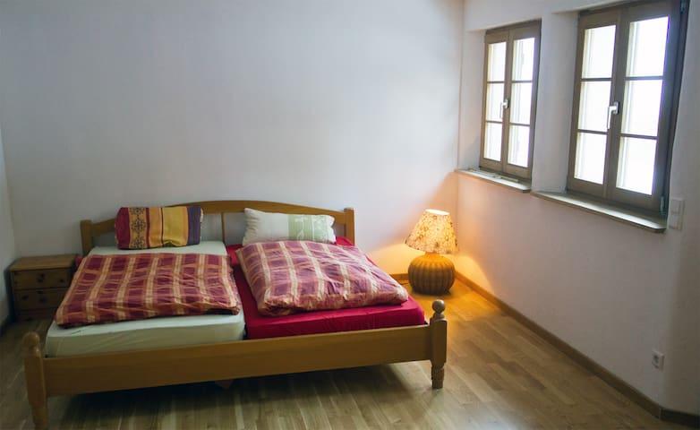 Schönes Zimmer in modernem Fachwerkhaus - Baden-Baden - Hus