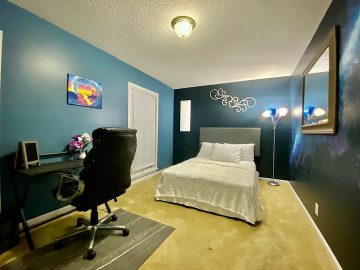 Single bedroom ready for you!