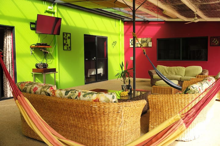 Large room in house on rural property. - Mission Beach - Wohnung