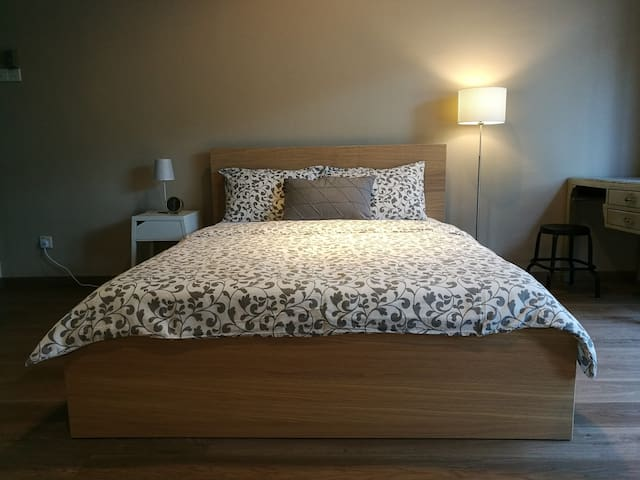 Cozy suite near Gurney Drive, sleeps 2-4 pax