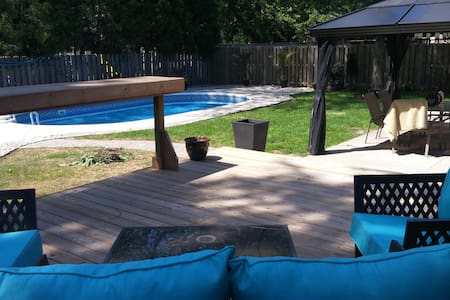 Beautiful Bungalow with Backyard Oasis - Windsor - Casa