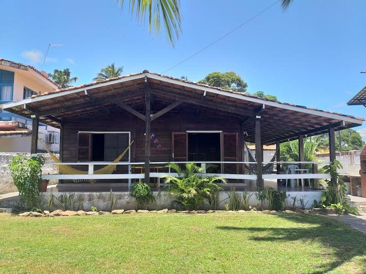 Casa da vila, excelente localização.