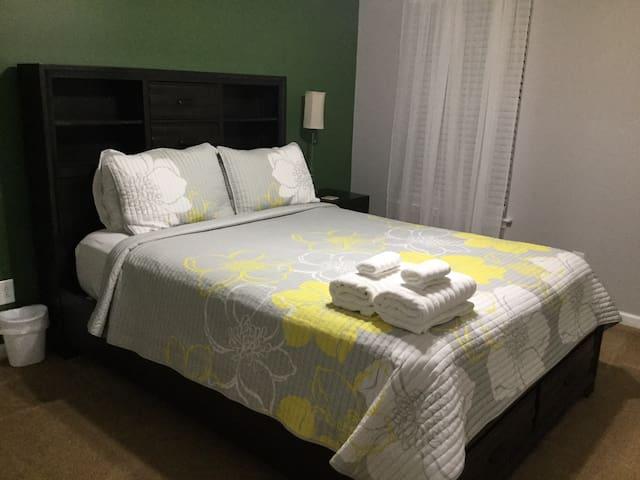 2 bedroom 1 bath 1 room air mattress