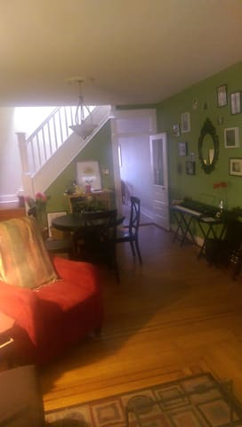 Beautiful spacious master bedroom - Baltimore - Hus