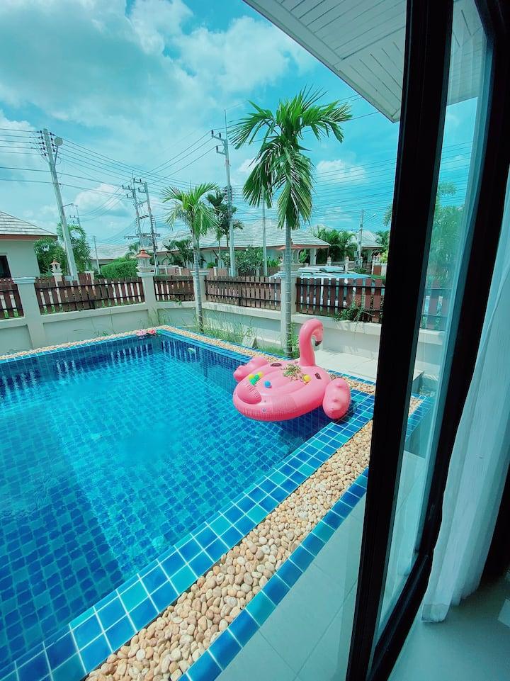 私人高端别墅,私人泳池,近海边,买4送一呦