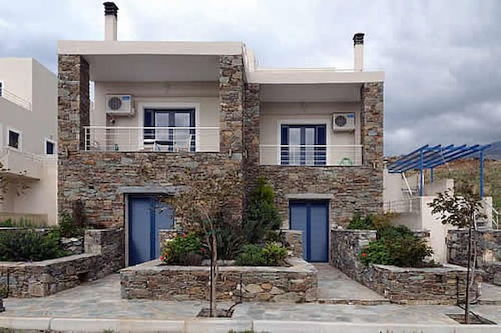 Traditional luxurious appartments by the sea - Karistos - Wohnung