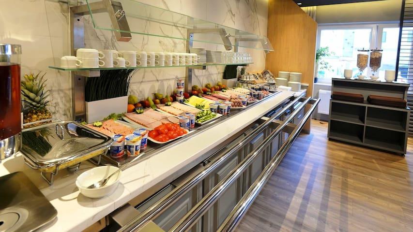 Breakfast Buffet - Frühstücksbuffet
