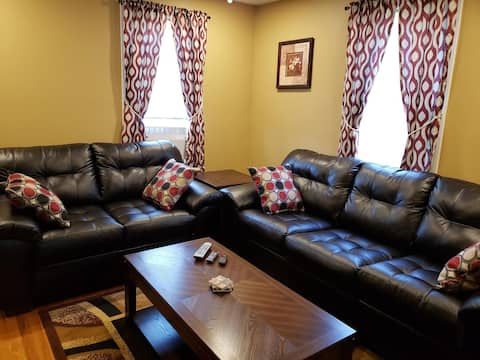 2 Bedroom Apartment  NO Parties - EV Charger Avail