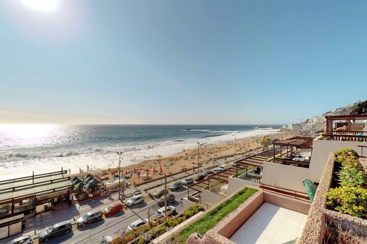 Beachfront, family-friendly apt. w/marvelous ocean views & steps from the beach