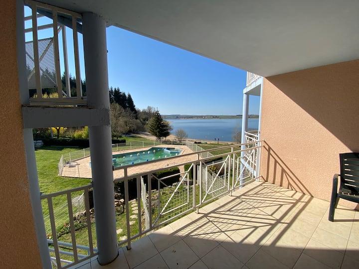 Résidence au bords du Lac de Pareloup .Aveyron.