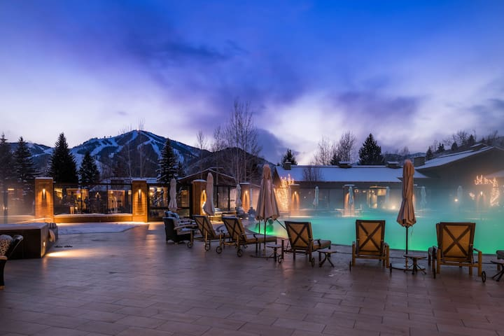 Less than a mile to skiing & golf, shared pools/hot tub!