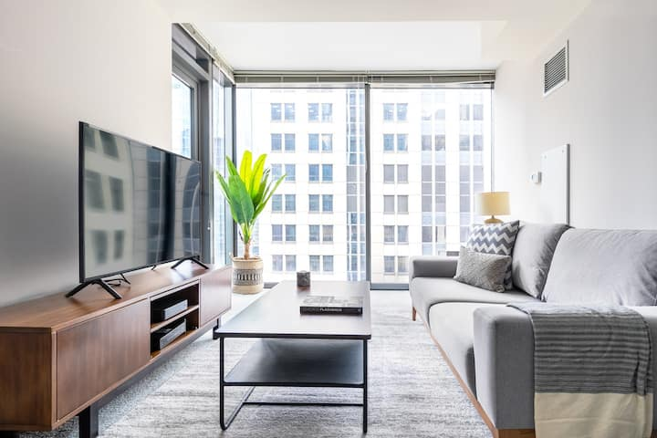 Smart Loop 1BR w/ Pool, Gym, nr. Financial District, by Blueground