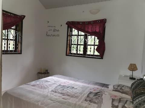 Chambre confortable en forêt